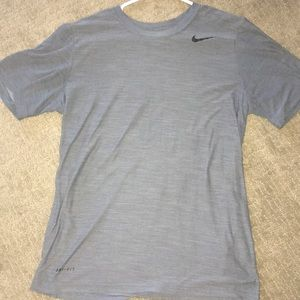 grey nike dry-fit shirt